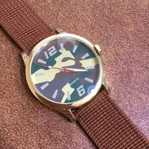 Other - BOGO Camouflage Quartz Watch